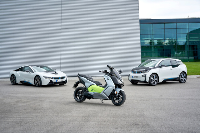 Bên cạnh C Evolution, trong triển lãm Paris năm nay, hãng BMW còn trình làng cả i3 nâng cấp và 3-Series Gran Turismo mới. Thông tin và hình ảnh cụ thể của hai mẫu xe này đều đã được công bố từ trước đó.