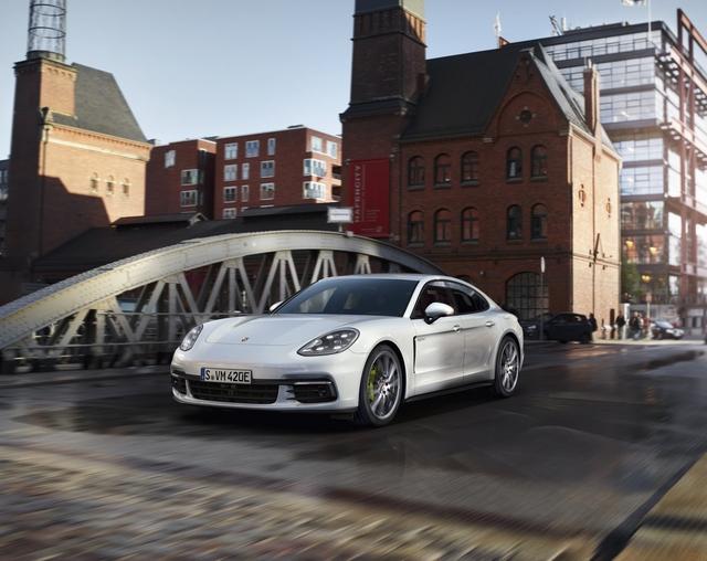 Panamera 2017 sẽ là tâm điểm của gian hàng Porsche tại Triển lãm ô tô Quốc tế Việt Nam.