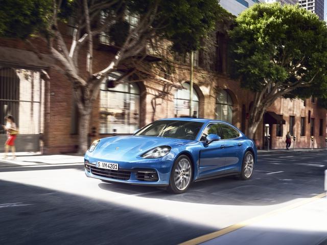Panamera 2017 vừa được ra mắt cách đây ít lâu đã được Porsche Việt Nam đưa về ra mắt khách hàng trong nước.