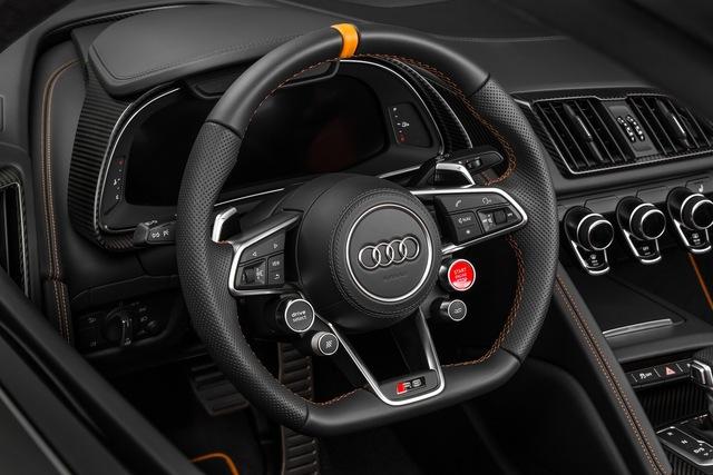 Siêu xe Audi R8 V10 Plus Exclusive Edition vẫn sử dụng động cơ V10, dung tích 5,2 lít tương tự như phiên bản tiêu chuẩn. Động cơ đạt công suất tối đa 610 mã lực và mô-men xoắn cực đại 540 Nm.