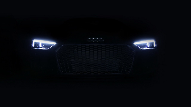 Tuy nhiên, đó chưa phải là những nâng cấp ấn tượng nhất ở siêu xe hàng hiếm Audi R8 V10 Plus Exclusive Edition. Thay vào đó, điểm ấn tượng nhất của Audi R8 V10 Plus Exclusive Edition là hệ thống đèn pha laser hiện đại. Theo Audi, R8 V10 Plus Exclusive Edition là mẫu xe đầu tiên của hãng được trang bị hệ thống đèn pha này.