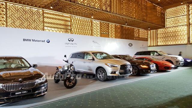 Những mẫu xe nổi bật mà các hãng sẽ mang đến VIMS năm nay. Trong ảnh, theo thứ tự từ trái qua phải, là BMW 730Li, BMW R NineT Scrambler, Infiniti QX60 và Lamborghini Huracan.