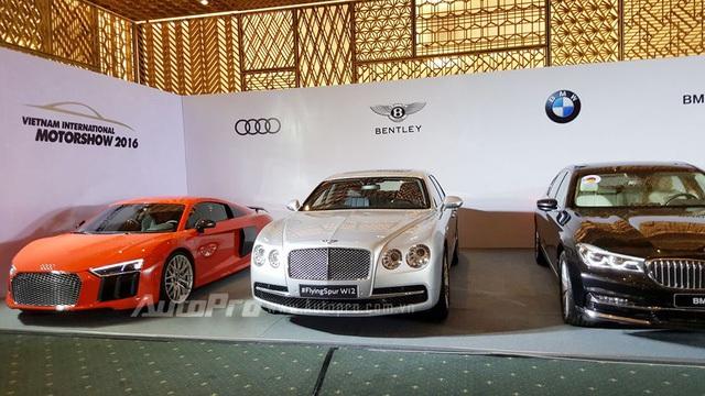 Bộ ba Audi R8 V10 Plus, Bentley Flying Spur W12 và BMW 730Li.