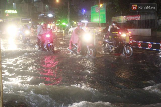 Ngập đường đã trở thành nỗi ám ảnh kinh hoàng với người dân Sài Gòn.
