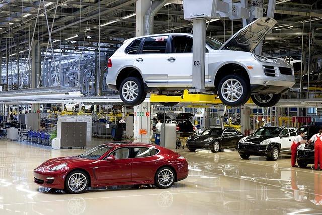 Bên trong nhà máy Porsche tại Leipzig