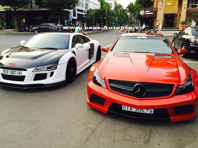 Audi R8 và Mercedes SL55 độ khá chất xuất hiện cùng nhau trên phố.