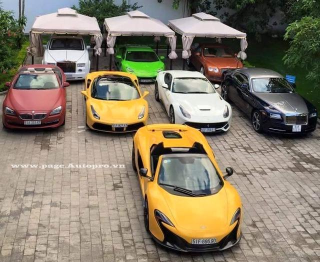 Căn nhà nằm trên con đường Điện Biên Phủ, quận 3 của Phan Thành luôn gây chú ý bởi dàn siêu xe đầy màu sắc xuất hiện trong garage.