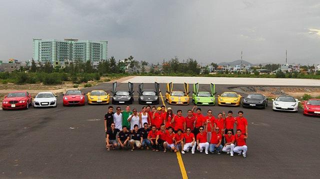 Car & Passion 2011 có lẽ là hành trình siêu xe duy nhất tại Việt Nam còn để lại ấn tượng trong lòng giới mộ điệu, mặc dù đã 5 năm trôi qua, hành trình này vẫn thất hẹn với nhiều người mê xe. Ít ai dám nghĩ, các đại gia Việt lại kéo đoàn siêu xe hàng chục chiếc vượt hơn quãng đường 1.000 km để mang đến hành trình siêu xe độc nhất vô nhị tại Việt Nam đến giờ.