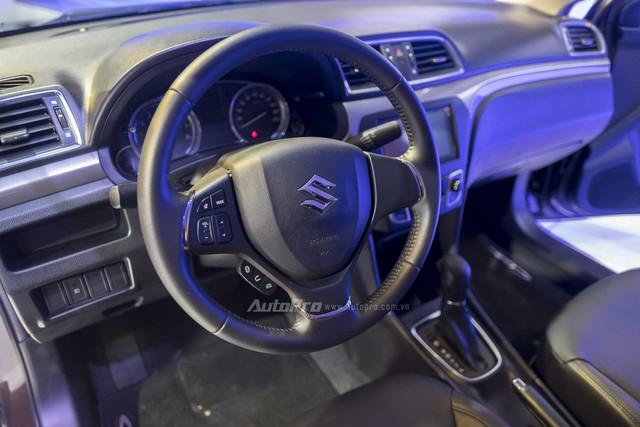 Ngoài ra, Ciaz còn được trang bị ghế da cao cấp, hệ thống điều hòa tự động, cổng USB, AUX, chìa khóa thông minh, hệ thống khởi động xe bằng nút bấm không cần khóa,hệ thống âm thanh DVD 4 loa và camera lùi…