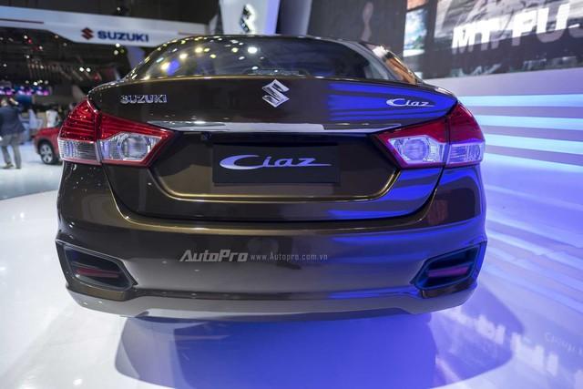 Phần đuôi xe hài hòa với thanh ngang, tạo ấn tượng mở rộng và có cụm đèn hậu lớn.
