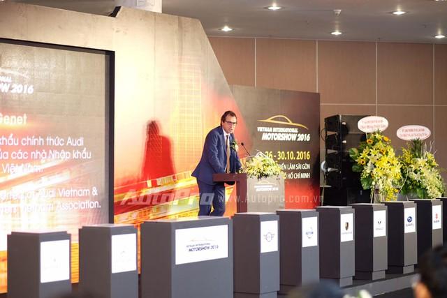 Ông Lawrence Genet, Tổng giám đốc Audi Việt Nam, phát biểu khai mạc triển lãm VIMS 2016.