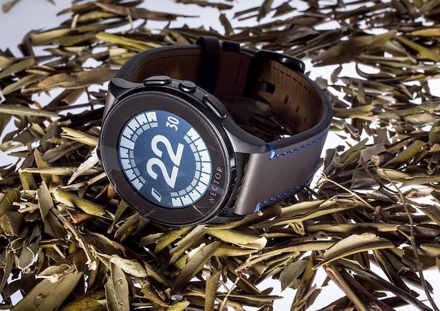 Vector Watch - đồng hồ thông minh với thời gian sử dụng lên tới 30 ngày sau mỗi lần sạc đầy.