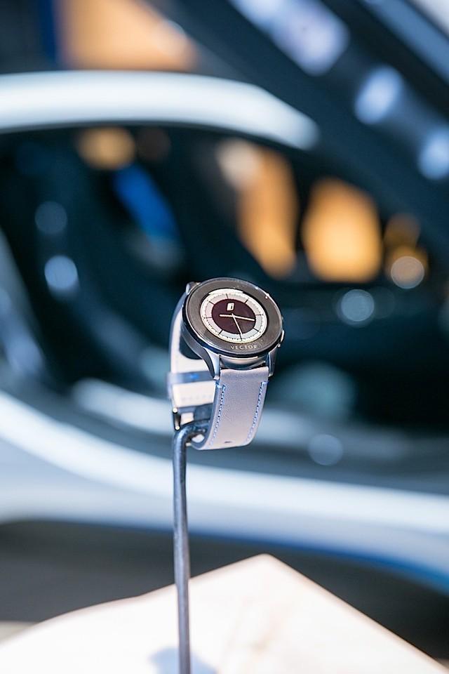 Đồng hồ thông minh Vector Luna BMW i Edition chỉ được sản xuất giới hạn 150 chiếc và có giá khoảng hơn 12 triệu đồng tại thị trường nước ngoài.