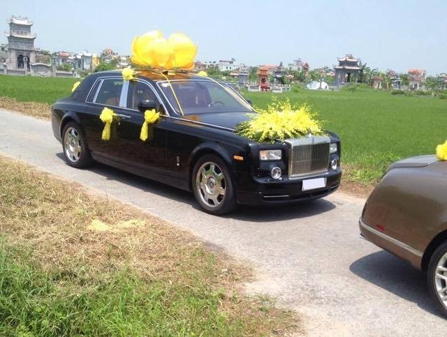 Rolls-Royce Phantom xuất hiện trong đoàn xe đưa tang một đại gia Nam Định.