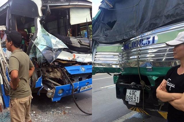 Xe tải và xe khách đều hư hỏng nặng sau tai nạn. Ảnh: CAND