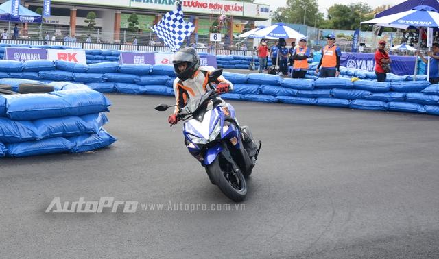 Sau Malaysia và Indonesia, mẫu xe ga thể thao Yamaha NVX 155 đã bất ngờ lộ diện trước các khách hàng Việt trong một sự kiện đua xe diễn ra vào cuối tuần qua tại Bình Dương.