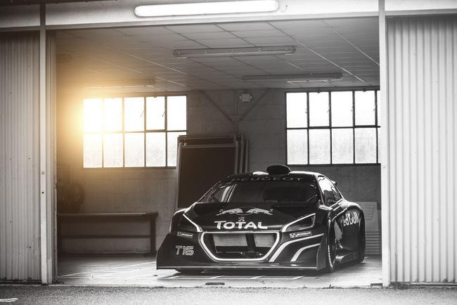 Peugeot 208 T16: Bugatti Veyron SuperSport không phải đối thủ 11