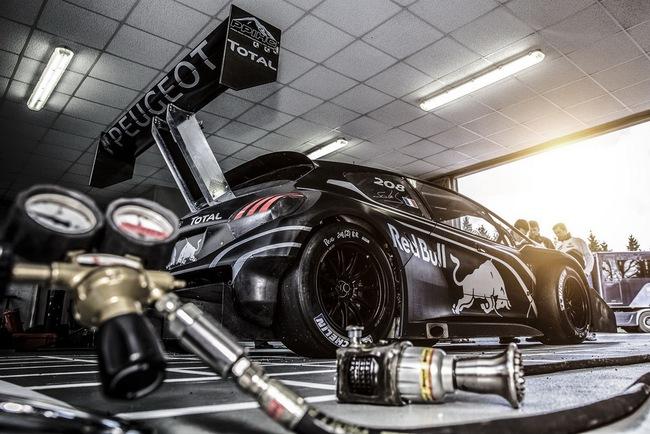 Peugeot 208 T16: Bugatti Veyron SuperSport không phải đối thủ 16