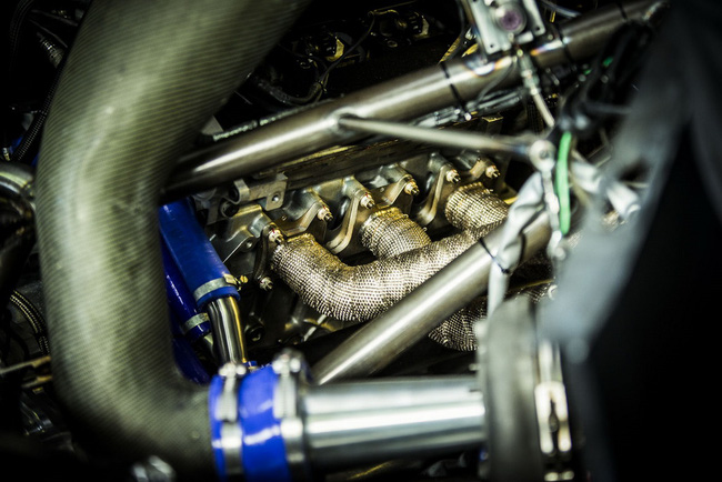 Peugeot 208 T16: Bugatti Veyron SuperSport không phải đối thủ 20