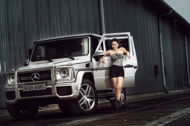 Thu Minh khoe lưng trần bên Mercedes-Benz G63 AMG  2