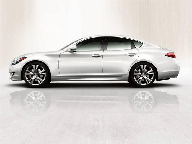 BMW M5 chuẩn bị đón đối thủ tử Infiniti 2