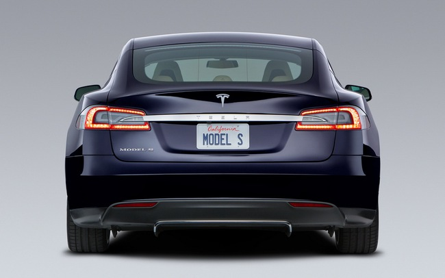 Tesla Model S chỉ mất 2,5 lít xăng cho 100 km 2