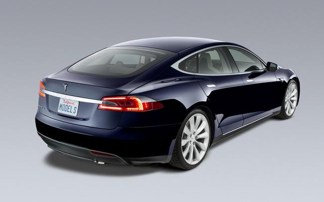 Tesla Model S chỉ mất 2,5 lít xăng cho 100 km 3