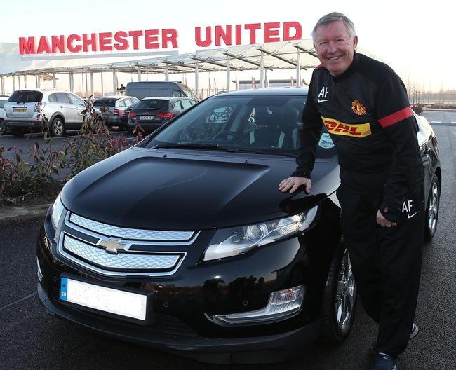 HLV Manchester United lái Chevrolet Volt đến sân tập 1