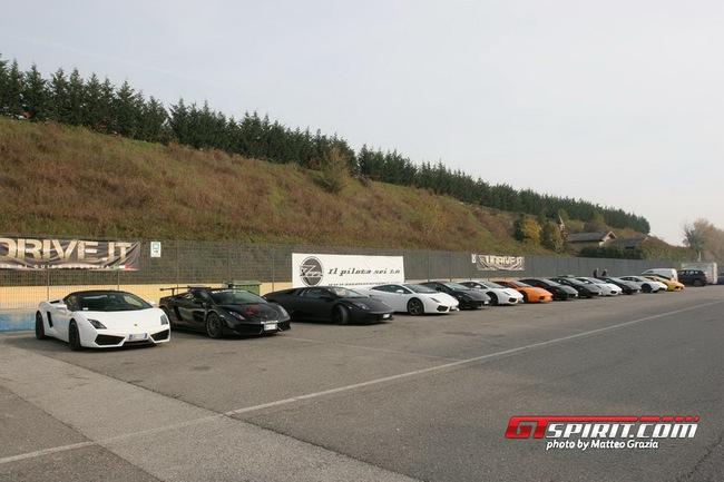 Lamborghini tổ chức offline đầu năm 1