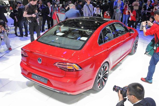 Mercedes-Benz CLA gọi, Volkswagen New Midsize Coupe trả lời 2