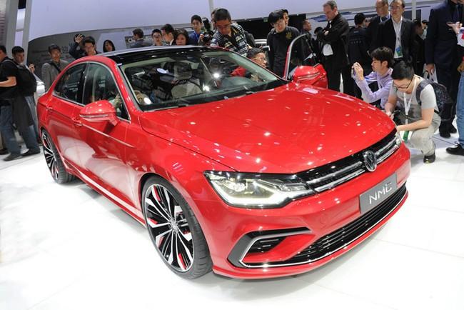 Mercedes-Benz CLA gọi, Volkswagen New Midsize Coupe trả lời 1