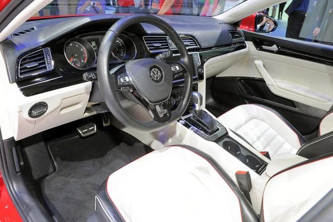 Mercedes-Benz CLA gọi, Volkswagen New Midsize Coupe trả lời 7