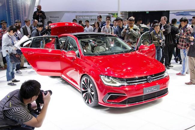 Mercedes-Benz CLA gọi, Volkswagen New Midsize Coupe trả lời 6