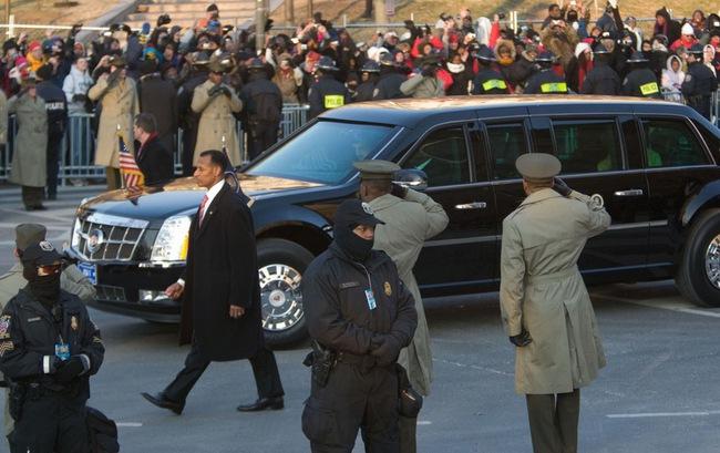 """Lộ chi tiết """"siêu limousine"""" của Tổng thống Obama 4"""