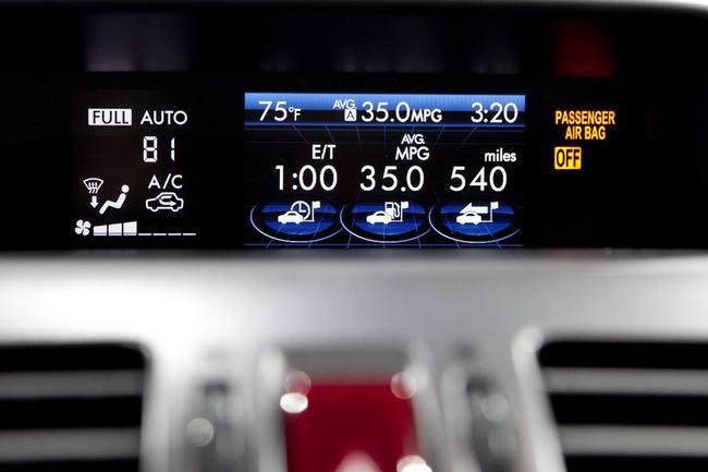 Subaru XV Crosstrek Hybrid có giá từ 25.995 USD 9