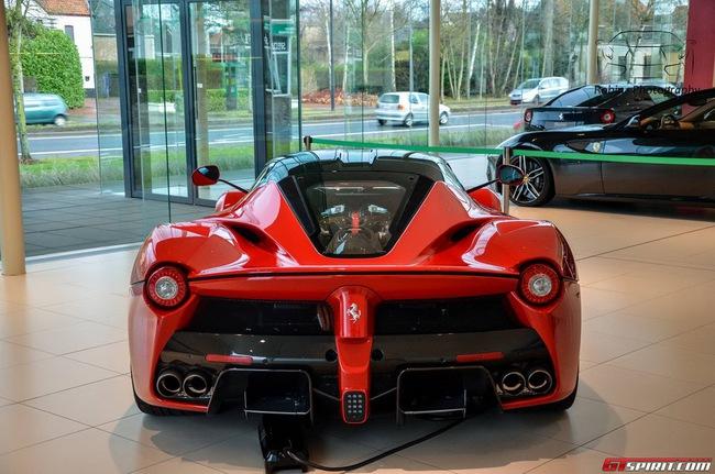 Siêu xe Ferrari LaFerrari đầu tiên đến Bỉ 10