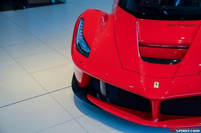 Siêu xe Ferrari LaFerrari đầu tiên đến Bỉ 12