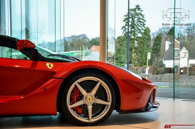 Siêu xe Ferrari LaFerrari đầu tiên đến Bỉ 14