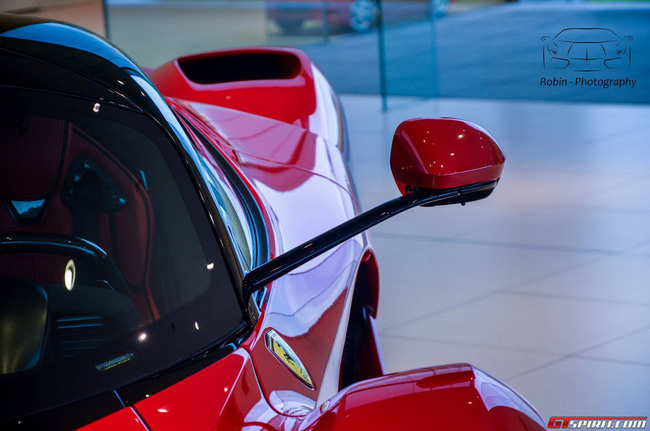 Siêu xe Ferrari LaFerrari đầu tiên đến Bỉ 16