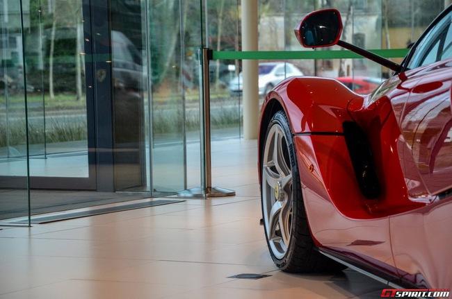 Siêu xe Ferrari LaFerrari đầu tiên đến Bỉ 17