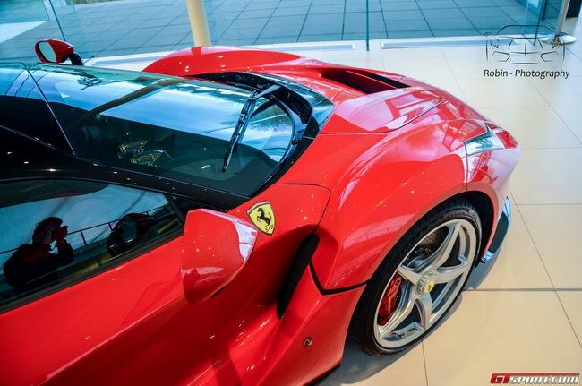 Siêu xe Ferrari LaFerrari đầu tiên đến Bỉ 18