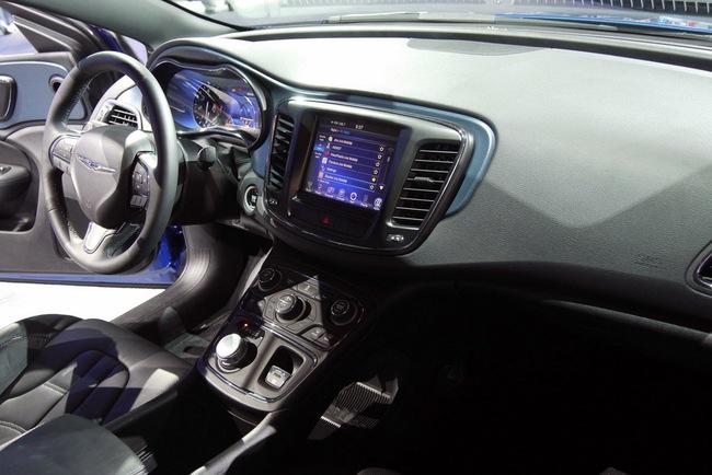 Chrysler 200 2015 chính thức trình làng với diện mạo mới 11