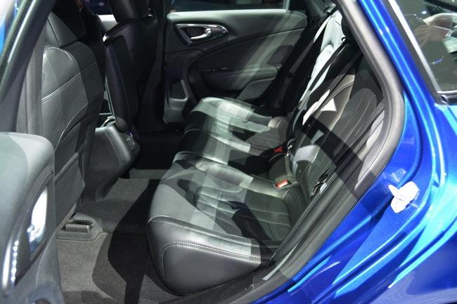 Chrysler 200 2015 chính thức trình làng với diện mạo mới 15