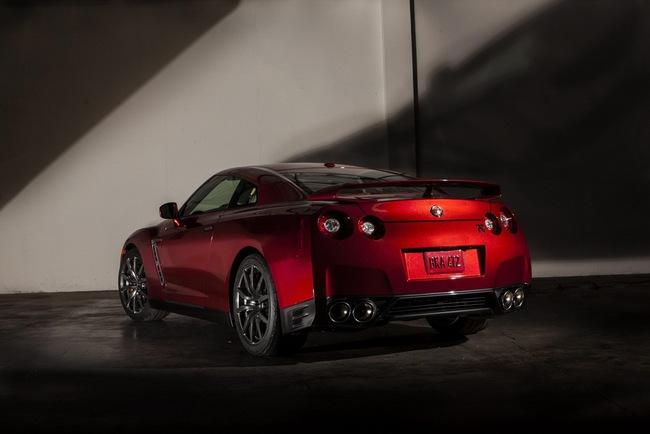 Nissan GT-R 2015 có giá từ 101.770 USD 3