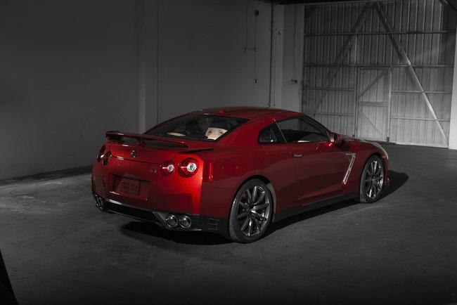 Nissan GT-R 2015 có giá từ 101.770 USD 4