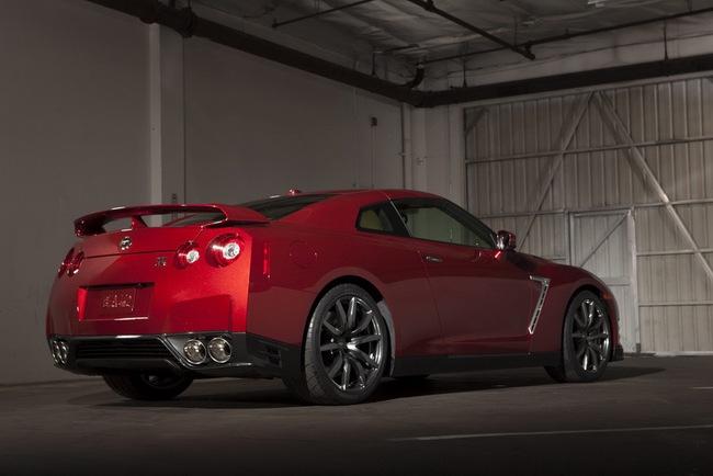 Nissan GT-R 2015 có giá từ 101.770 USD 5