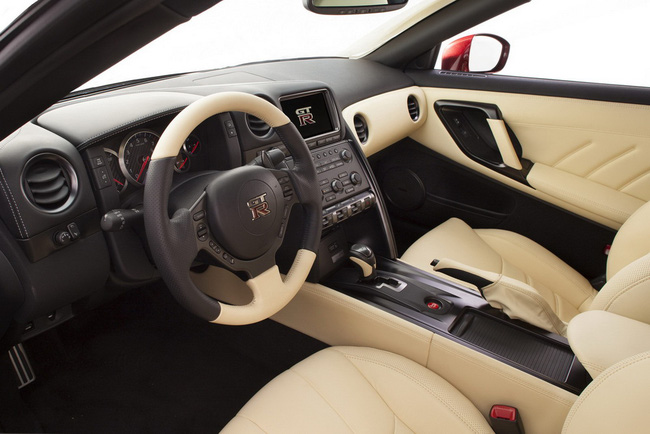 Nissan GT-R 2015 có giá từ 101.770 USD 7