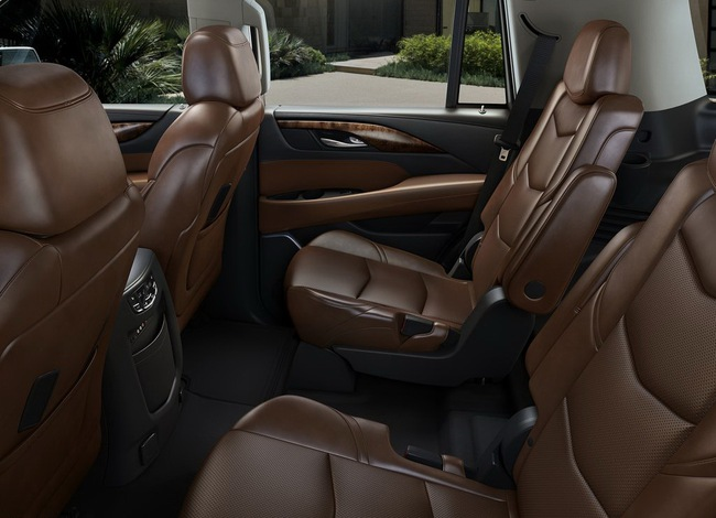 Cadillac Escalade 2015 có giá từ 72.690 USD 6