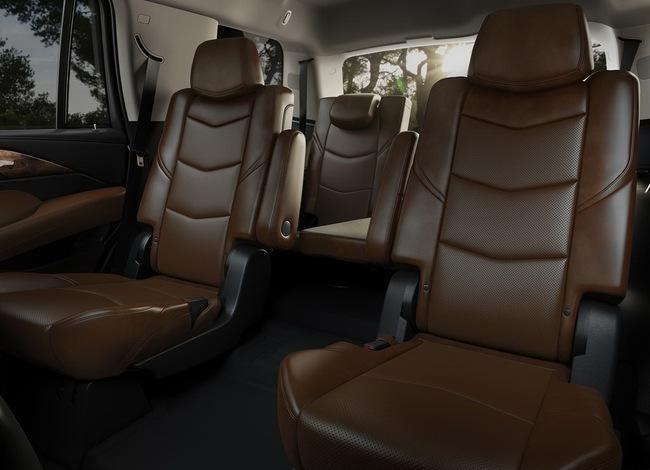 Cadillac Escalade 2015 có giá từ 72.690 USD 7
