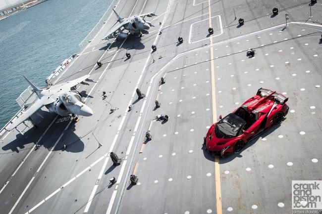 Chưa xuất xưởng, Lamborghini Veneno Roadster bị làm giá 8